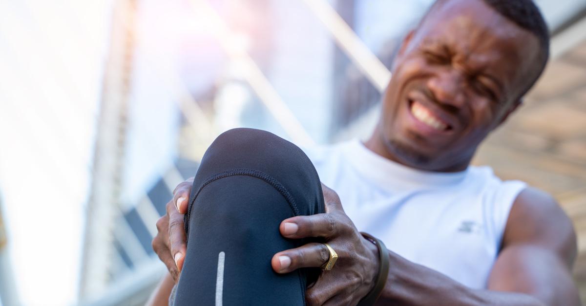 man with knee injury, knee pain, causes of knee pain, bodyviva